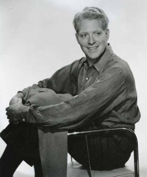 Nelson Eddy - Who Are We To Say - Sun Up To Sundown